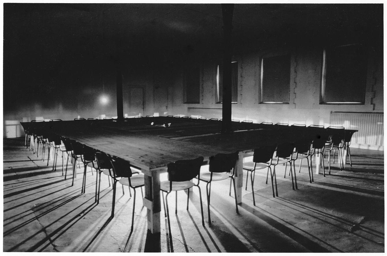 Flux Fosfori,tafel-installatie,650x1200cm.,Lokaal 01,1985,Breda